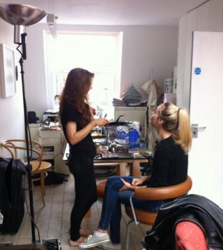 140501 the stu7dio turned into a makeup salon